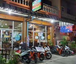 Andaman Sea Guesthouse Patong is located at 207/14-15 Rat-U-Thit Rd. Soi Andaman Square on Phuket in Thailand. Andaman Sea Guesthouse Patong has a guest rating of 8.2 and has Guest House amenities including: Wi-Fi