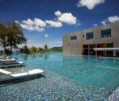 B-Lay Tong Beach Resort is located at 198 Taveewong Road