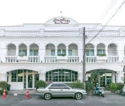 Baan PhuAnda Phuket is located at 371/22-26 Yaowarat rd.