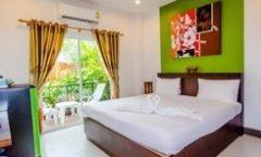 Baan Yuyen Karon Guesthouse is located at 489 Patak Road