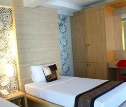 Chinotel is located at 133-135 Ranong Rd. Phuket on the island of Phuket. Chinotel has a guest rating of 7.8 and has Hotel amenities including: Wi-Fi