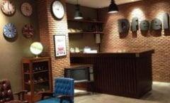 Dfeel Hostel is located at 140/27 Phrabarami Road