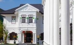 Hugger Hostel is located at 64/4 Moo 4 Rasada Road Tambol Talad Neun Mung Phuket on the island of Phuket. Hugger Hostel has a guest rating of 8.7 and has Hostel amenities including: Parking
