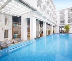 Lub d Phuket Patong is located at 5/5 Sawatdirak Road