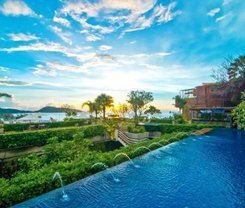 Paripas Patong Resort is located at 230 Rat Uthit 200 Pee