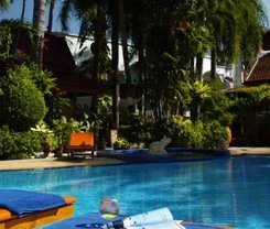 Safari Beach Hotel is located at 136 Thaweewong Road
